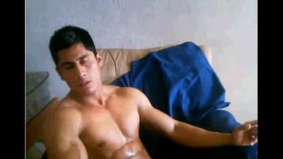 Hot Boy s?c c?c b?n tinh ra tay