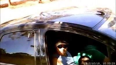Mamando en el carro